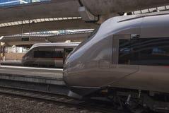 Δύο τραίνα στο σταθμό Στοκ Εικόνα