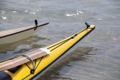 Δύο τόξα των καγιάκ θάλασσας στοκ εικόνες με δικαίωμα ελεύθερης χρήσης