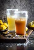 Δύο τύποι λατινοαμερικάνικων ποτών Michelada μπύρας με το χυμό και το άλας λεμονιών Της Χιλής michelada και πικάντικος μεξικανός Στοκ εικόνες με δικαίωμα ελεύθερης χρήσης