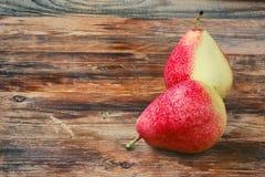 Δύο υγρά γλυκά κόκκινα αχλάδια Στοκ Φωτογραφίες