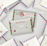 Δύο φάκελοι ταχυδρομείου Χριστουγέννων στο σωρό των φακέλων ενός άλλου καθημερινού, ταχυδρομείου διακοπών, διανυσματική απεικόνιση