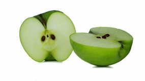Δύο φέτες της πράσινης Apple σε ένα άσπρο υπόβαθρο Στοκ Εικόνες