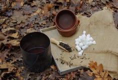 Δύο φλυτζάνια του τσαγιού και της ζάχαρης στοκ εικόνες με δικαίωμα ελεύθερης χρήσης