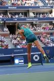 Δύο φορές ο πρωτοπόρος Βικτώρια Azarenka του Grand Slam της Λευκορωσίας στη δράση κατά τη διάρκεια των ΗΠΑ ανοίγει το 2015 Στοκ φωτογραφία με δικαίωμα ελεύθερης χρήσης