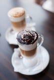 Δύο φλυτζάνια γυαλιού του latte Στοκ Εικόνα