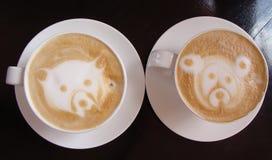 Δύο φλυτζάνια του κολομβιανού καφέ στοκ εικόνες