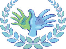 Δύο χέρια διαμορφώνουν ένα σύμβολο περιστεριών που περιβάλλεται με ένα στεφάνι δαφνών Στοκ Φωτογραφία