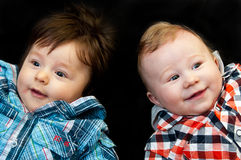 Δύο χαριτωμένα νέα αγόρια στοκ φωτογραφίες