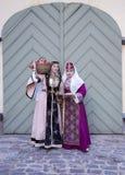 Δύο χαριτωμένες κυρίες στον αρμενικό λαϊκό ιματισμό Στοκ Φωτογραφία