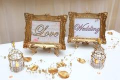 Δύο χρυσά γαμήλια πλαίσια Στοκ φωτογραφία με δικαίωμα ελεύθερης χρήσης