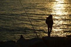 Δύο ψαράδες που περιμένουν τα ψάρια Στοκ φωτογραφία με δικαίωμα ελεύθερης χρήσης