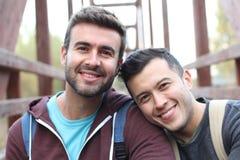 Δύο όμορφα άτομα που χαμογελούν κοντά επάνω στοκ εικόνες