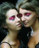 Δύο όμορφα λεπτά προκλητικά νέα κορίτσια Στοκ Εικόνες