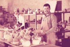 Δύο artisans που έχουν την κεραμική Στοκ εικόνες με δικαίωμα ελεύθερης χρήσης