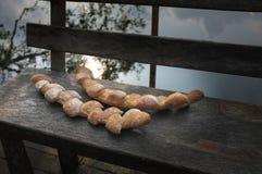 Δύο baguettes στο ξύλινο υπόβαθρο καρεκλών στοκ εικόνες με δικαίωμα ελεύθερης χρήσης