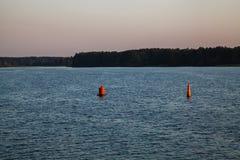 Δύο bouys στον ποταμό Στοκ φωτογραφία με δικαίωμα ελεύθερης χρήσης