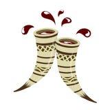 Δύο clinking κέρατα με το κόκκινο κρασί Στοκ εικόνες με δικαίωμα ελεύθερης χρήσης
