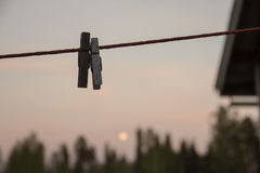 Δύο Clothespins Στοκ φωτογραφίες με δικαίωμα ελεύθερης χρήσης