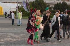 Δύο cosplayers έντυσαν ως χαρακτήρας Elin από το παιχνίδι Tera Στοκ εικόνες με δικαίωμα ελεύθερης χρήσης