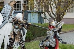 Δύο cosplayers έντυσαν ως χαρακτήρες Uriel και λιμάνι Paladi Στοκ φωτογραφίες με δικαίωμα ελεύθερης χρήσης