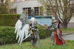 Δύο cosplayers έντυσαν ως χαρακτήρες Uriel και Paladin λιμανιών Στοκ φωτογραφία με δικαίωμα ελεύθερης χρήσης