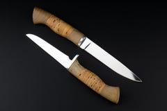 Δύο knifes σε ένα μαύρο υπόβαθρο Στοκ φωτογραφία με δικαίωμα ελεύθερης χρήσης