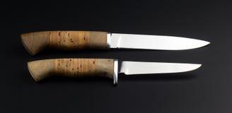 Δύο knifes σε ένα μαύρο υπόβαθρο Στοκ Εικόνα
