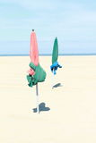 Δύο parasols στην παραλία Στοκ Εικόνα