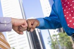 Δύο Punching χεριών πυγμές Στοκ Εικόνα