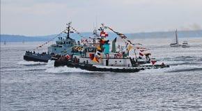 Δύο tugboats αγώνας Στοκ Εικόνες