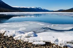 Δύσκολα βουνά, παγωμένη λίμνη Στοκ Φωτογραφίες