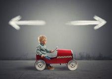 Δύσκολες επιλογές ενός νέου επιχειρηματία Έννοια της σύγχυσης στοκ φωτογραφία