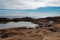 Δύσκολη ακτή παραλιών Στοκ φωτογραφίες με δικαίωμα ελεύθερης χρήσης