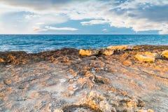 Δύσκολη ακτή της ακτής Apulian Στοκ Φωτογραφίες