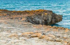 Δύσκολη ακτή της ακτής Apulian Στοκ εικόνες με δικαίωμα ελεύθερης χρήσης