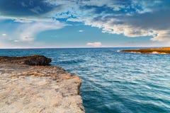 Δύσκολη ακτή της ακτής Apulian Στοκ φωτογραφία με δικαίωμα ελεύθερης χρήσης