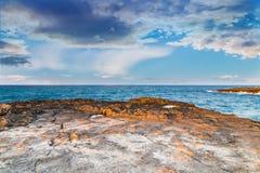 Δύσκολη ακτή της ακτής Apulian Στοκ Εικόνες