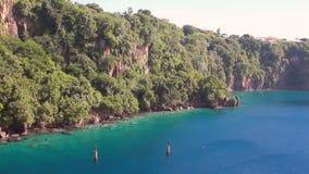 Δύσκολη ακτή του νησιού στην καραϊβική θάλασσα Kingstown, Άγιος Vincent και Γρεναδίνες απόθεμα βίντεο