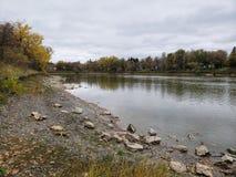 Δύσκολη ακτή του ποταμού Assiniboine στοκ εικόνες με δικαίωμα ελεύθερης χρήσης