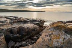 δύσκολο seacoast τοπίων ηλιοβασίλεμα Στοκ Εικόνες