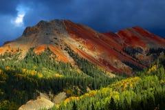 Δύσκολα βουνά του Κολοράντο με το φθινόπωρο Aspens στοκ φωτογραφία