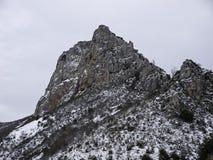 Δύσκολες πέτρες βουνών Στοκ φωτογραφία με δικαίωμα ελεύθερης χρήσης