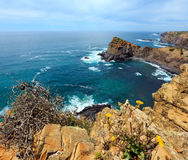 Δύσκολη ακτή Αλγκάρβε, Πορτογαλία του θερινού Ατλαντικού Ωκεανού Στοκ Εικόνες