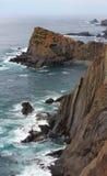 Δύσκολη ακτή Πορτογαλία του θερινού Ατλαντικού Ωκεανού Στοκ Εικόνες
