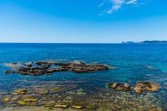 Δύσκολη ακτή σε Alghero Στοκ Φωτογραφίες