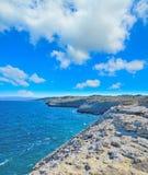Δύσκολη ακτή στο Πόρτο Torres κάτω από τα τεράστια σύννεφα Στοκ εικόνα με δικαίωμα ελεύθερης χρήσης