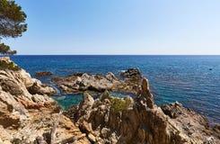 Δύσκολη ακτή της Μεσογείου Στοκ Φωτογραφία