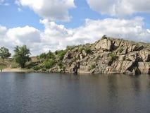 Δύσκολη ακτή του ποταμού Dnieper στη νότια Ουκρανία Στοκ Φωτογραφία
