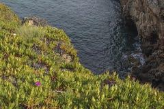 Δύσκολη παραλία του στόματος της κόλασης, cascais Πορτογαλία Στοκ Φωτογραφία
