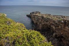 Δύσκολη παραλία του στόματος της κόλασης, cascais Πορτογαλία Στοκ Εικόνα
